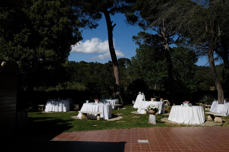 Jardín con bosque para aperitivos de bodas - Miravent Bodas